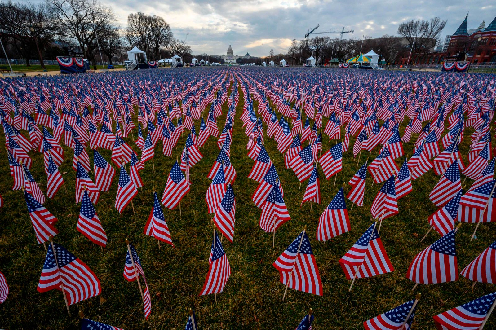 US-POLITICS-INAUGURATION-FLAGS-MALL