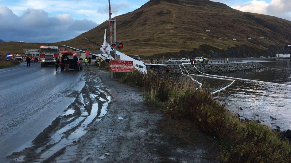 Verunglücktes Flugzeug in Alaska: Die Landung endete beinahe im Wasser