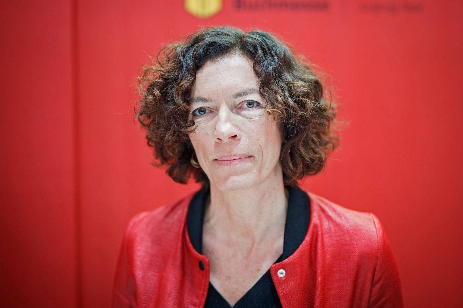 EINMALIGE VERWENDUNG SPIEGEL Plus SPIEGEL 18/2017 S. 120 Frankreich / Anne Weber