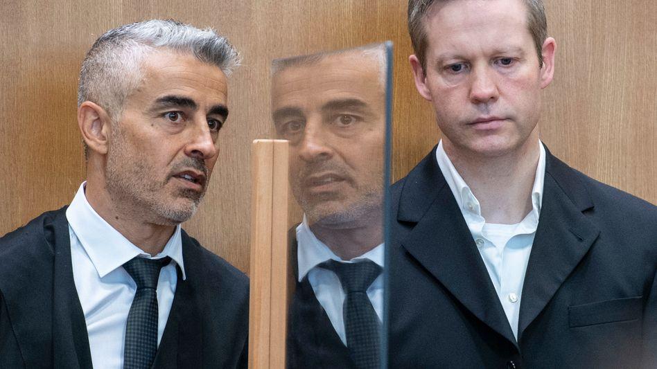 """Verteidiger Mustafa Kaplan, Angeklagter Stephan Ernst: """"Es ist irritierend und skandalös zugleich"""""""