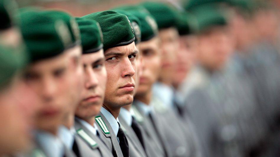 Bundeswehrrekruten beim Gelöbnis: Reduzierung der Truppe auf 165.000 bis 170.000