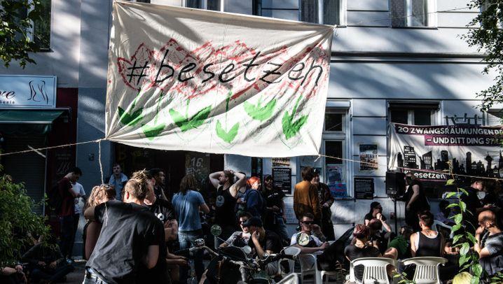 Hausbesetzungen in Berlin: Räumung mit Randale