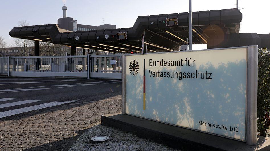 Das Bundesamt für Verfassungsschutz: Chef bestätigt interne Ermittlungen