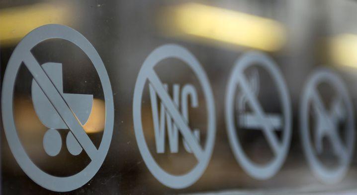 Verbotslogos für Kinderwagen in Berliner Café: Wunsch nach kinderfreier Zone