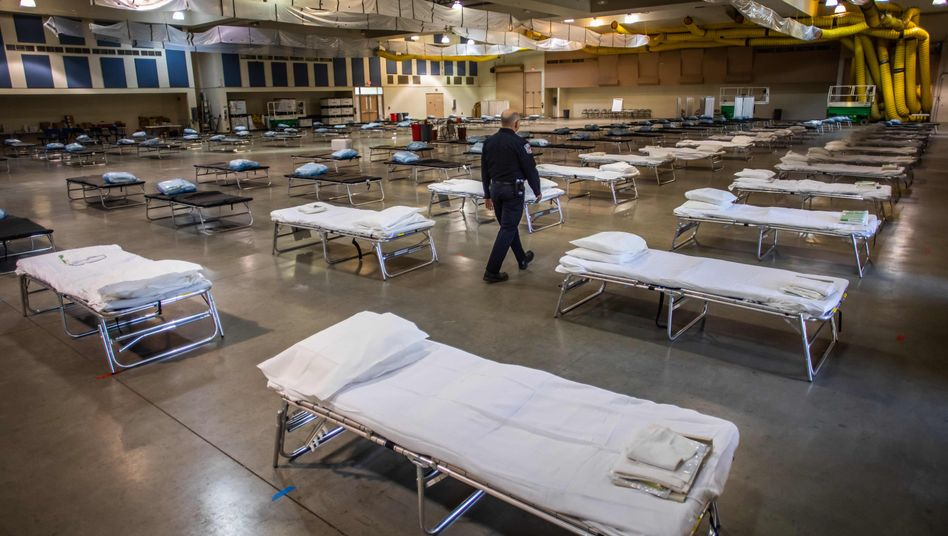 Notklinik in Kalifornien: Noch sind die Betten leer