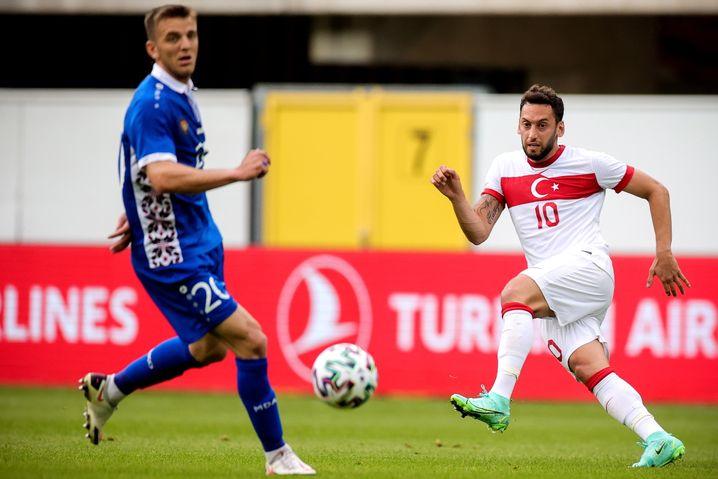 Hakan Çalhanoğlu (beim Freundschaftsspiel Türkei gegen Moldau am 3. Juni): Spielmacher und Freistoß-Maestro