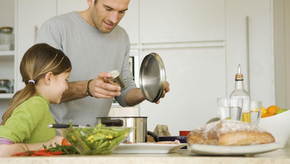 Kochen mit Kindern: Auf die Zufuhr bestimmter Stoffe achten