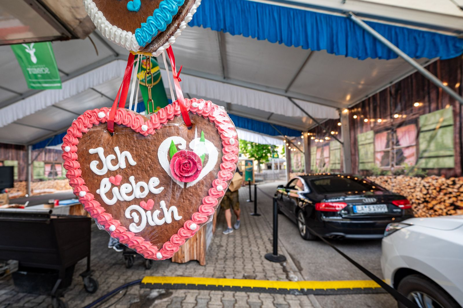 Coronavirus - Drive-in-Volksfest in Landshut