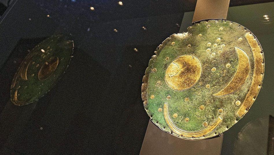 Ausstellungsobjekt Himmelsscheibe bei Sonderausstellung im Berliner Gropiusbau 2018