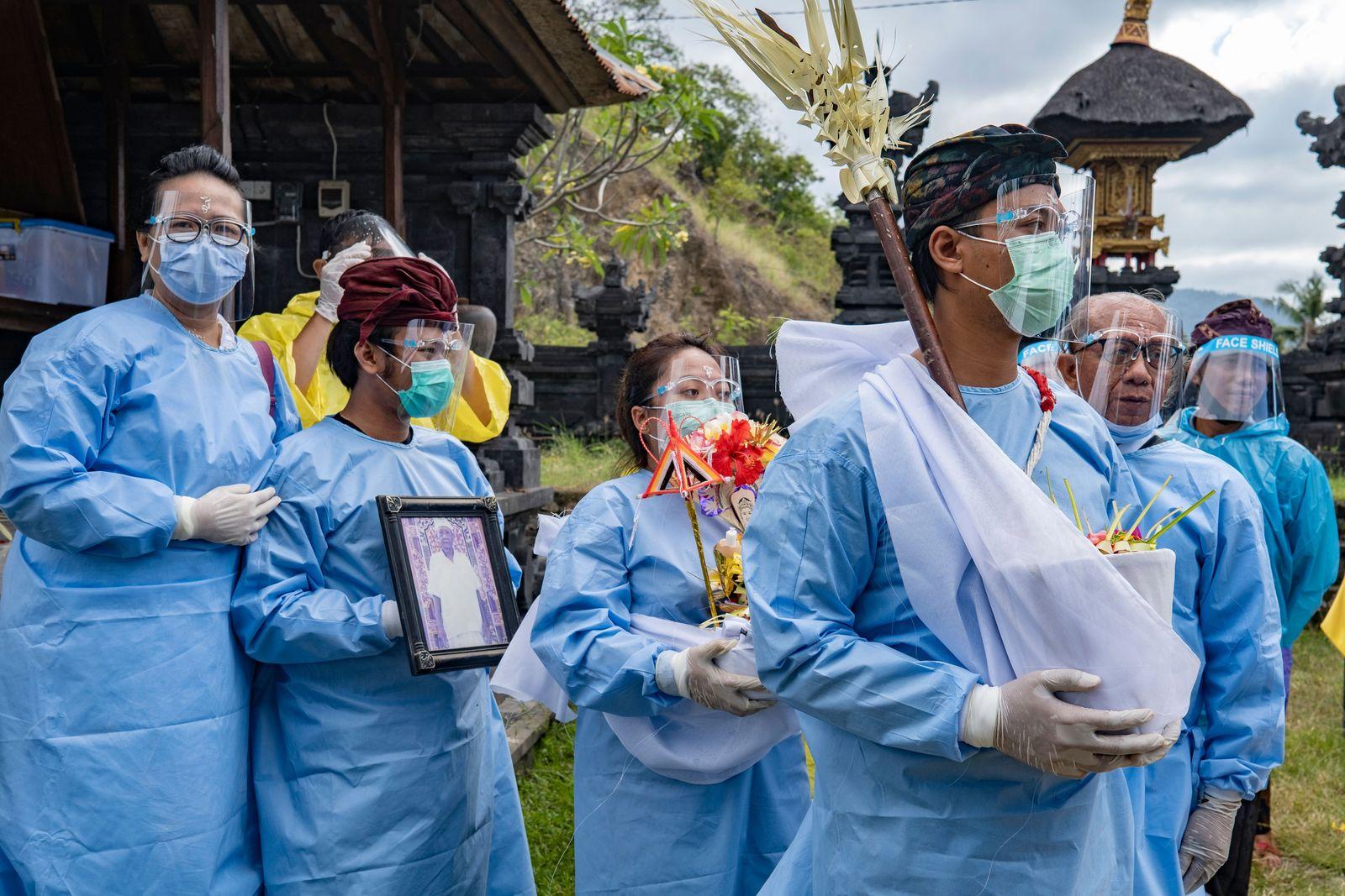 Hindu cremation ceremony amid coronavirus pandemic in Bali, Klungkung, Indonesia - 21 Aug 2020