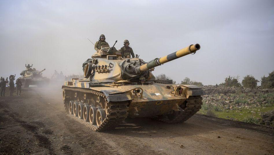 Türkische Panzer nahe der syrischen Grenze (Symbolbild)