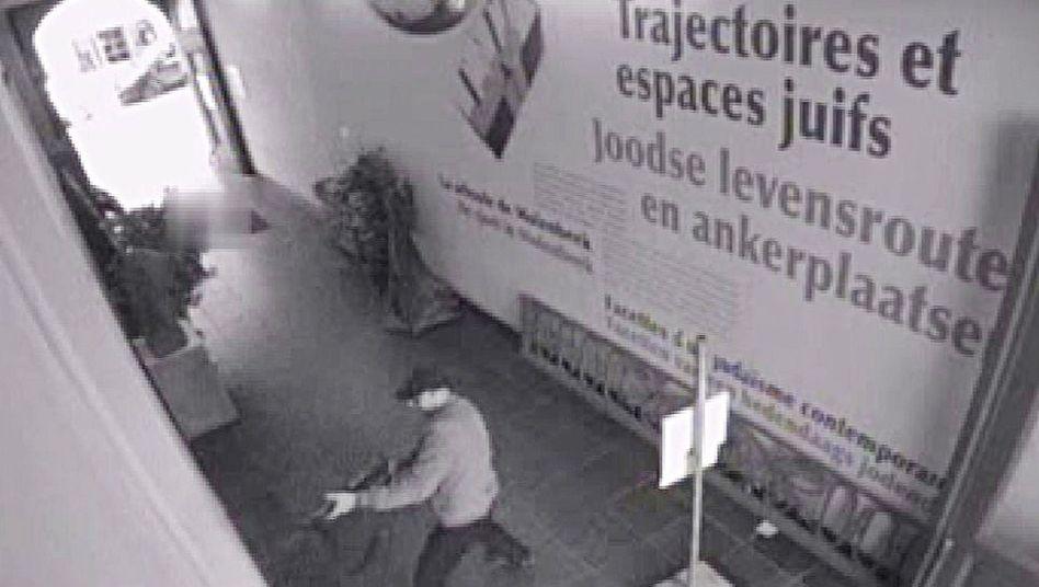 Bild der Überwachungskamera: Bei dem Anschlag hatte der Täter drei Menschen getötet