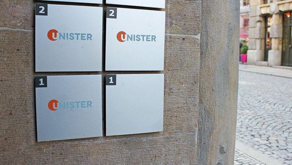 Unister-Firmenschilder