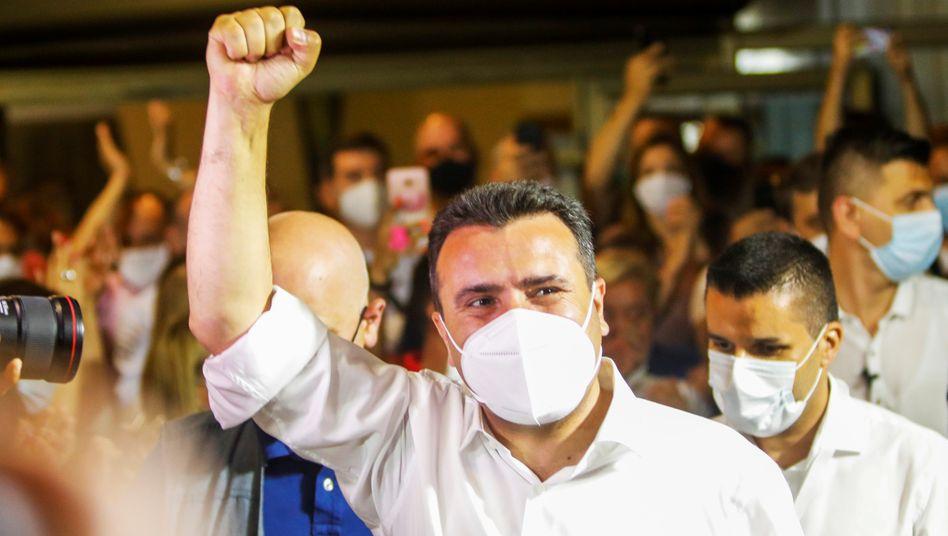 Zoran Zaev feiert seinen Sieg