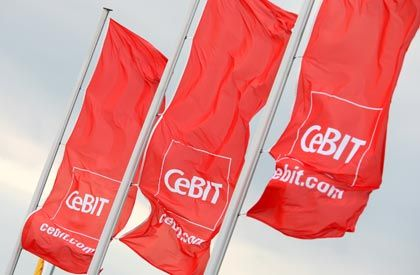 Cebit-Flaggen 2008: Im vorigen Jahr waren 5845 Aussteller hier, 2009 sind es nur 4300
