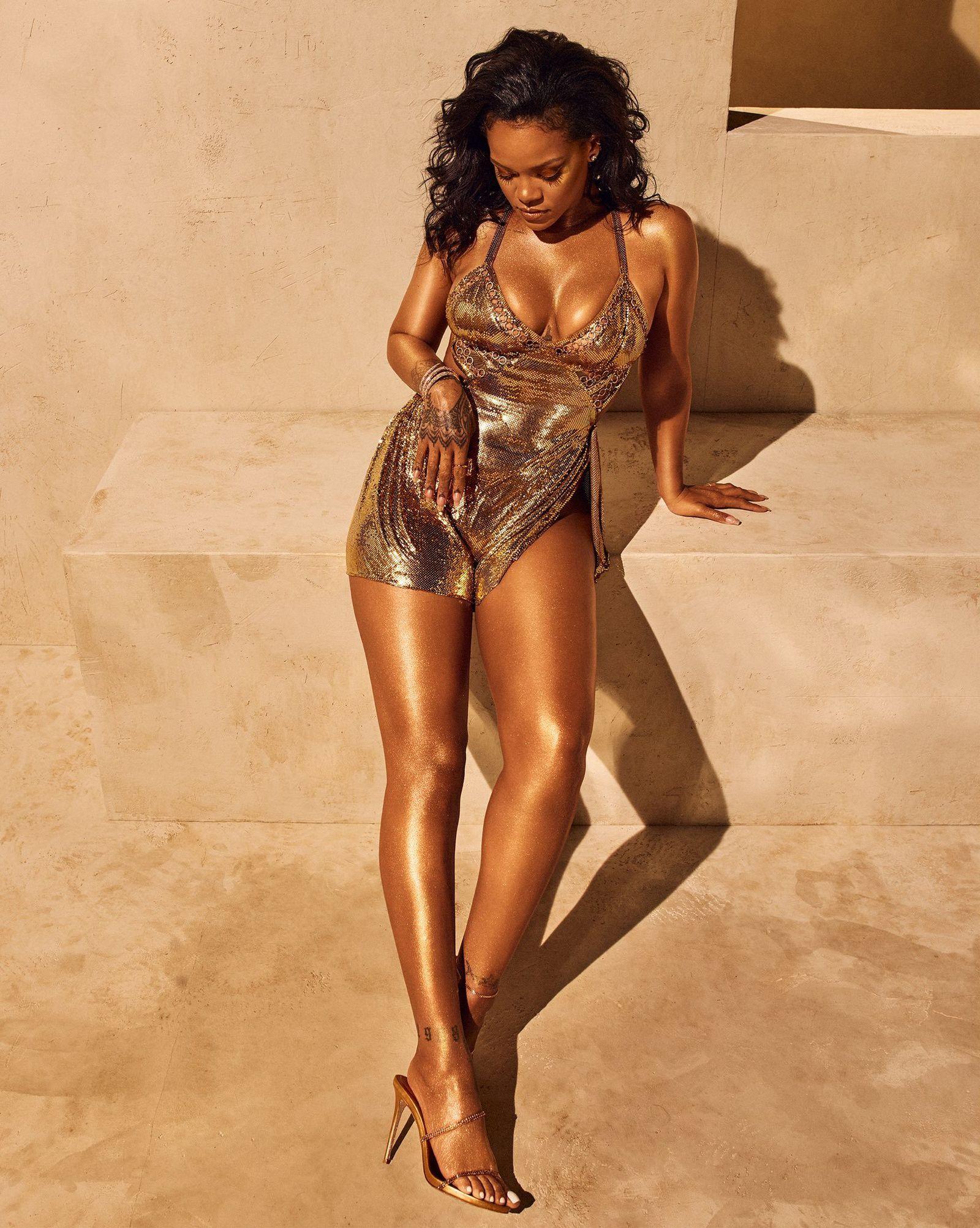 Rihanna/ Fenty/ Rihanna pose toute dorée pour la nouvelle campagne de sa marque Fenty Beauty