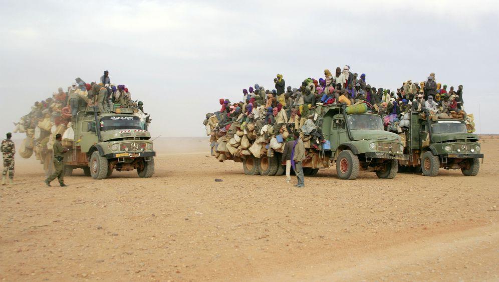 Photo Gallery: Migrant Workers Leaving Libya