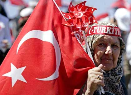"""Pro-secular rallies in Istanbul were not just against Gül and the Erdogan government -- people also chanted """"No to America, no to the EU."""""""