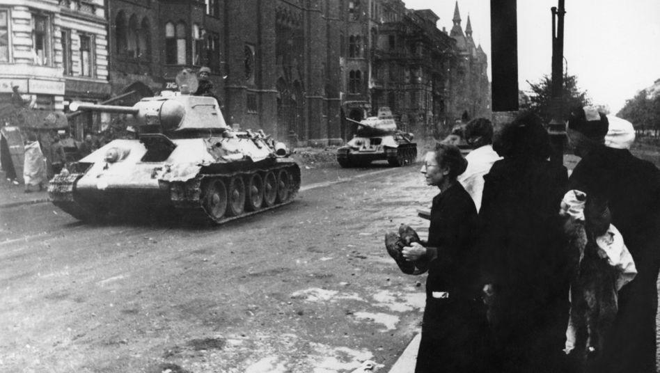 Sowjetische Panzer in Berlin-Kreuzberg (am 30. April 1945)