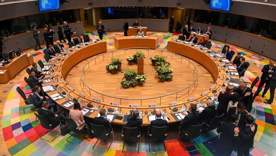 Nachtsitzung beim EU-Gipfel: Zäher Haushalts-Poker um mehr als eine Billion Euro