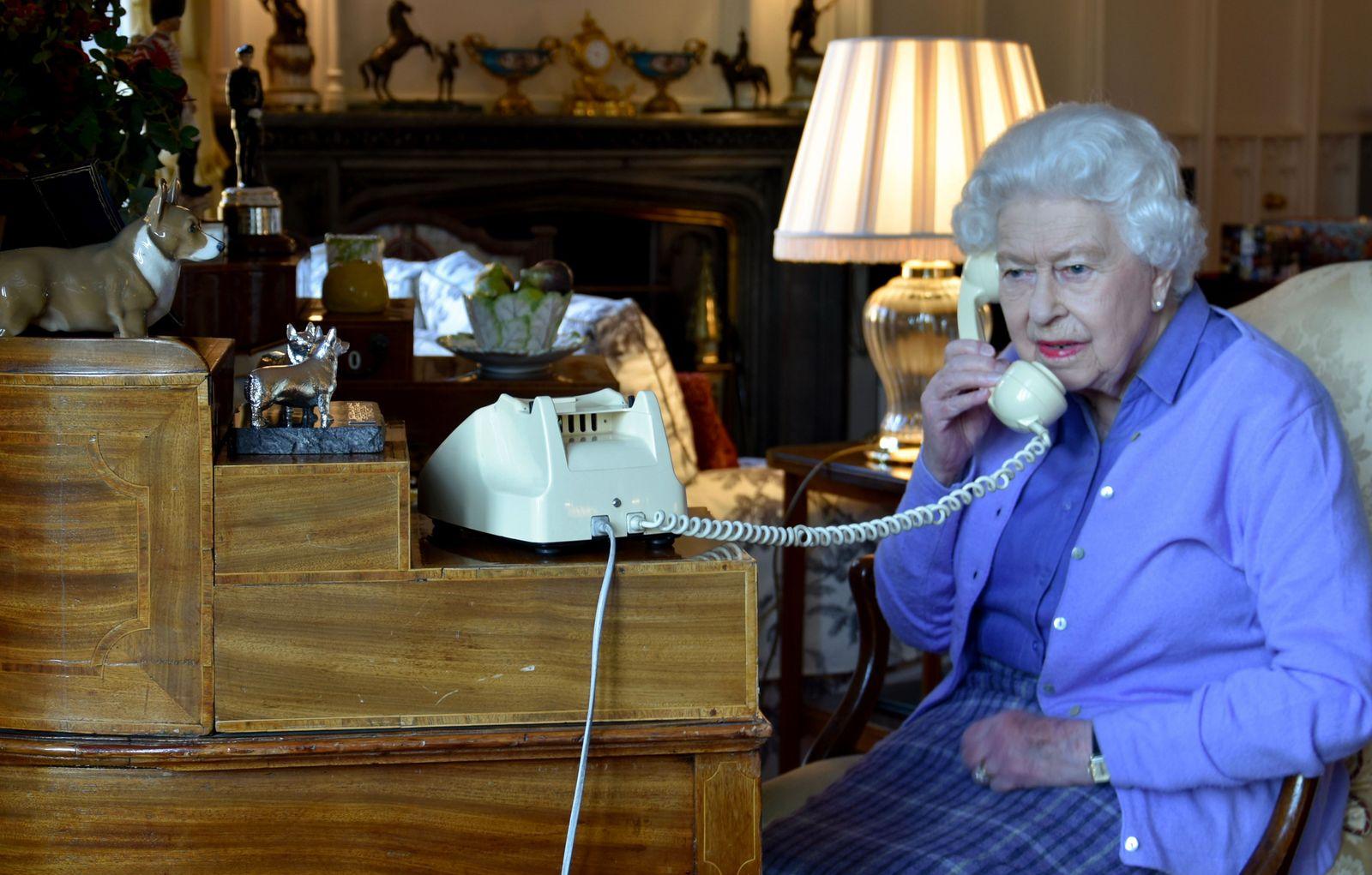 Phone call PM Johnson and Queen Elisabeth II, Windsor, United Kingdom - 25 Mar 2020