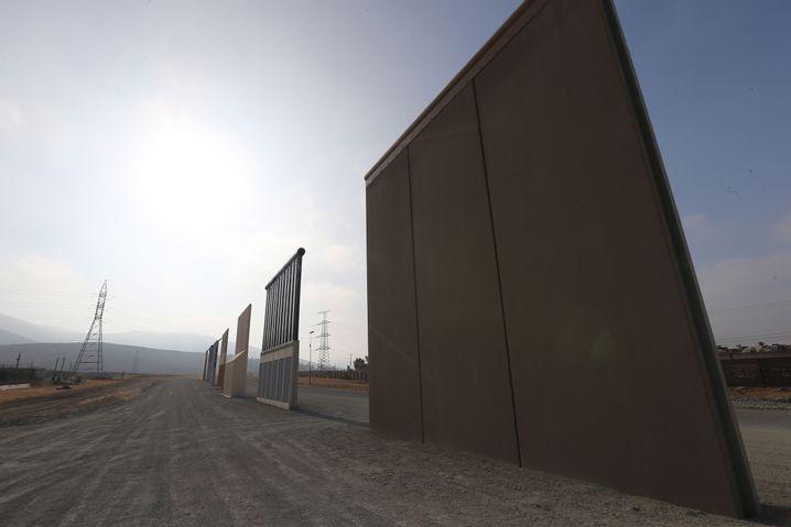 """Nicht gerade """"wunderschön"""": Prototyp der Trump-Mauer in Kalifornien"""
