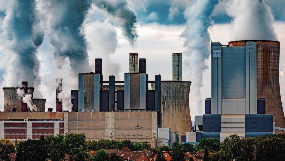 """Braunkohlekraftwerk in Bergheim-Niederaußem in Nordrhein-Westfalen (Menge der Feinstaubemissionen 2016: 309 Tonnen): """"Optimale Bedingungen für die Partikelbildung"""""""