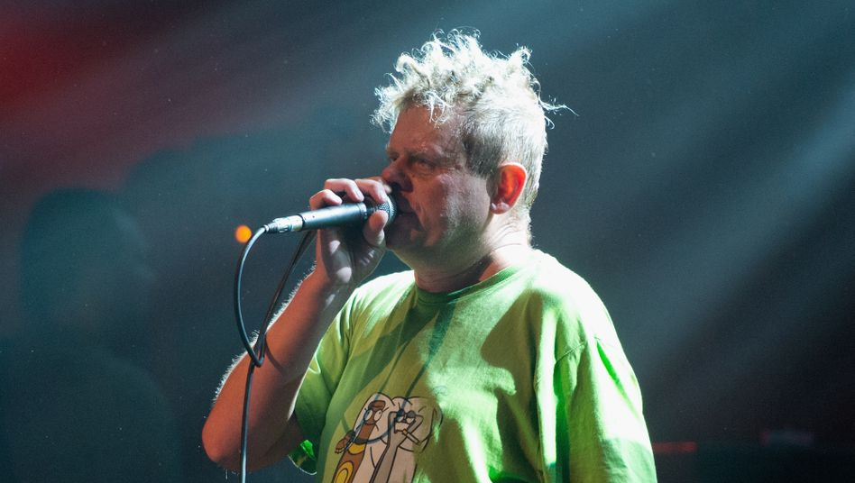 Rocksänger Kazik (bei einem Konzert der Gruppe Kult, 2012)
