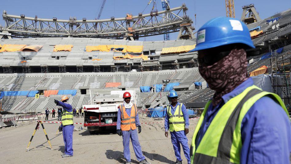 Stadion-Baustelle in Katar (Symbolbild): Kafala-System hat laut Amnesty nur einen anderen Namen bekommen