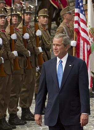 George W. Bush, gestern in Ungarn: Anweisung zur Kontenüberwachung von höchster Stelle