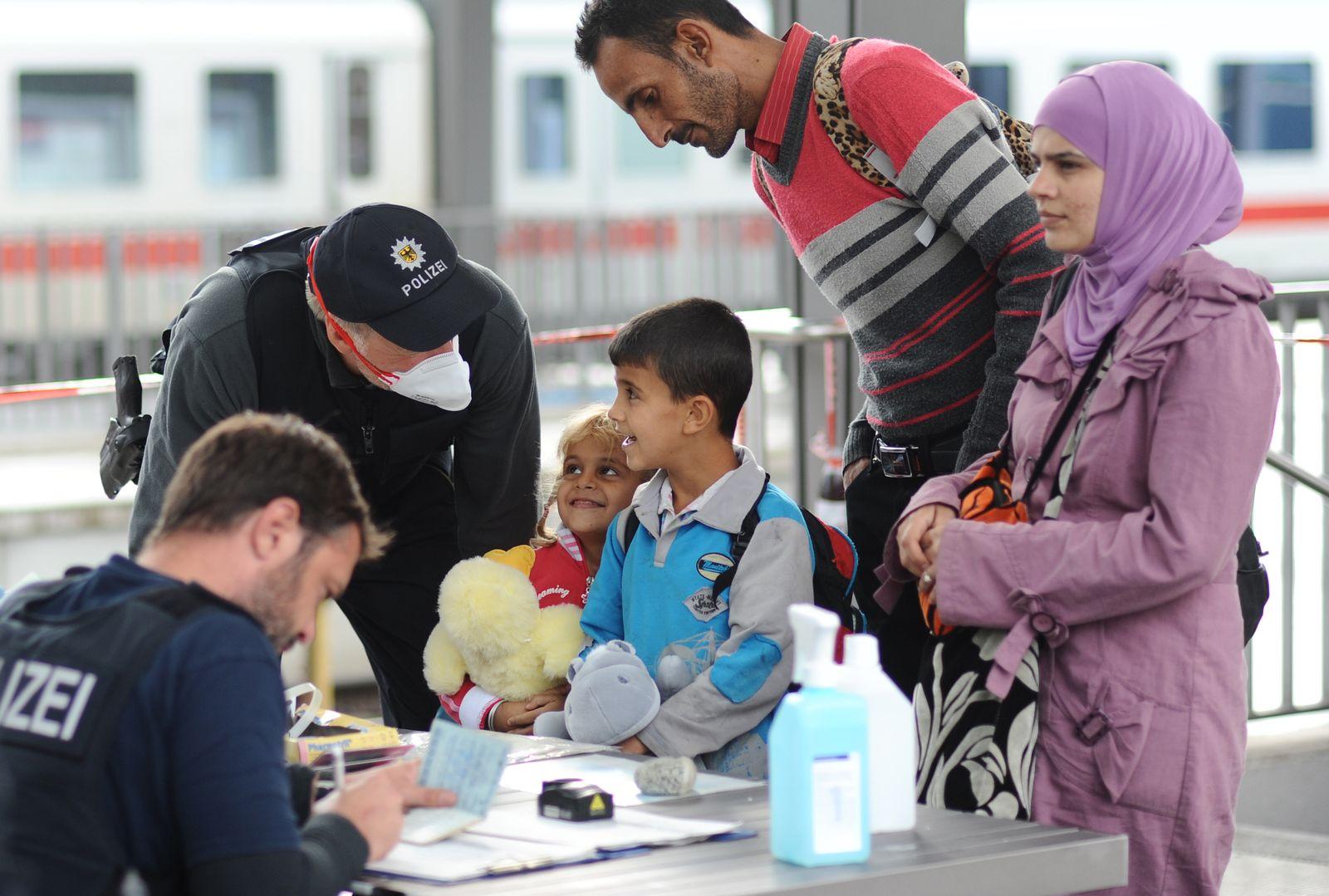 Bayern/ Rosenheim/ Flüchtlinge/ Polizisten