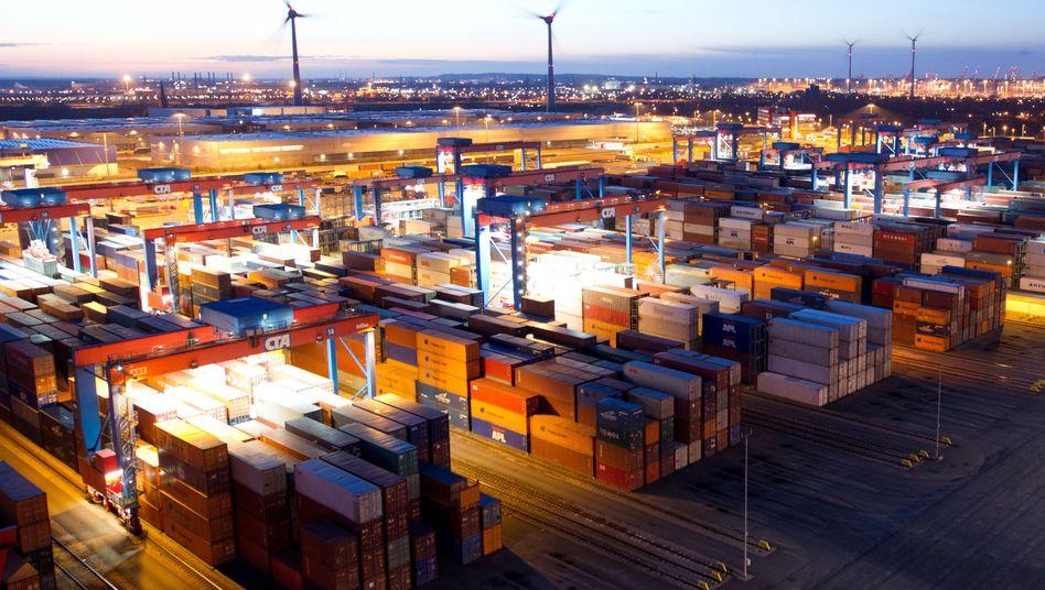 Containerhafen in Hamburg: Niedriger Ölpreis befeuert die deutsche Wirtschaft