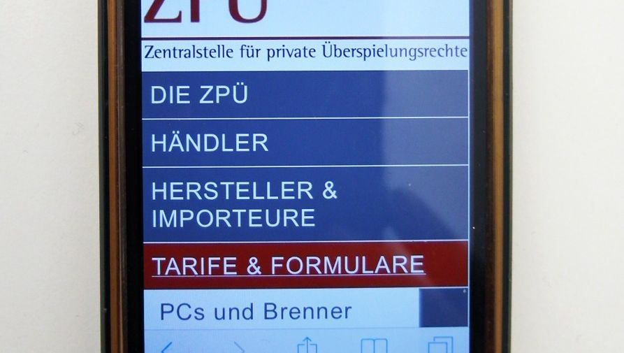 ZPÜ-Website auf einem Smartphone: Fünf Euro Urheberrechtsabgabe pro Gerät