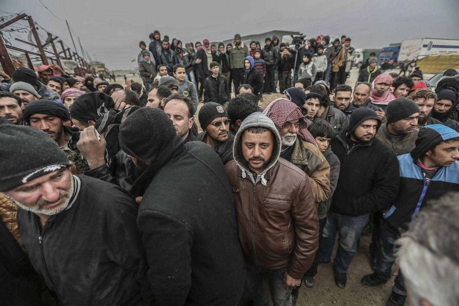 Syrien / Turkei / Grenze / Flüchtlinge