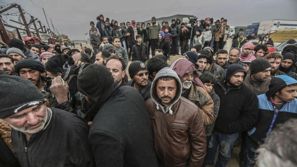 Syrische Flüchtlinge an der türkischen Grenze (Archivbild)
