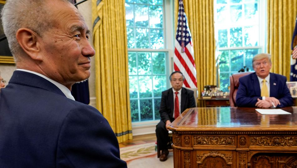 Chinas Vizepremier Liu He mit US-Präsident Donald Trump im Oval Office