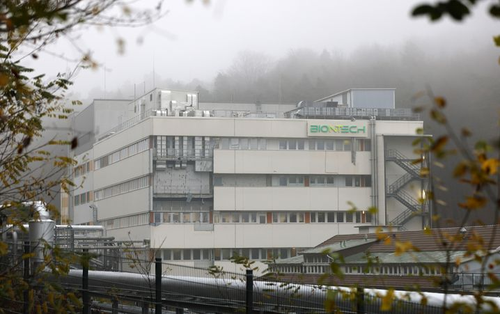 Ein Gebäude des Marburger Biontech-Standorts: Die ersten dort hergestellten Impfstoffe sollen voraussichtlich Anfang April ausgeliefert werden