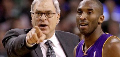 Lakers-Coach Jackson (l., mit Profi Bryant): Zehn Titel in der NBA