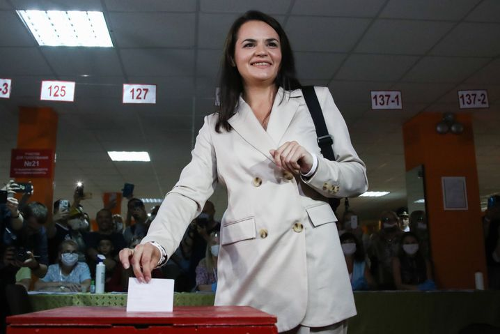 Swetlana Tichanowskaja im Wahllokal in Minsk