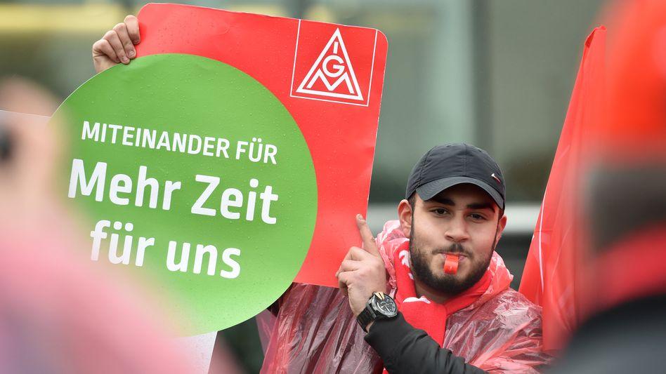 Warnstreik der IG Metall in Mettmann