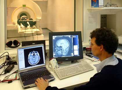 Kernspintomograf der Universität Bremen: Aufwendige Apparatur