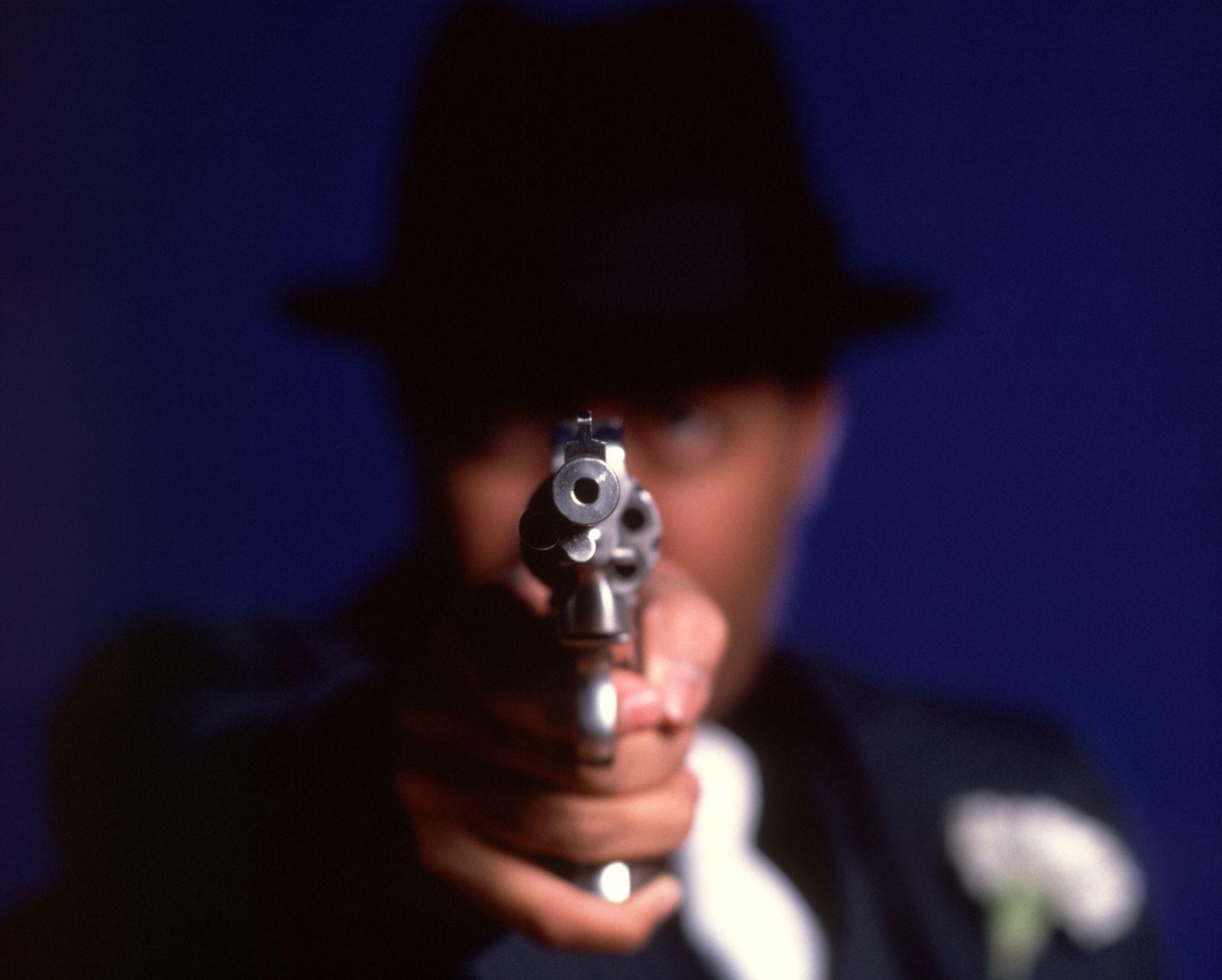 NICHT MEHR VERWENDEN! - SYMBOLBILD Erpressung / Pistolenlauf