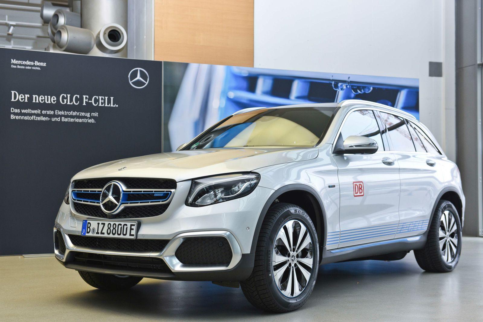 Mercedes-Benz GLC F-CELL: Marktstart für weltweit erstes Elektrofahrzeug mit Brennstoffzelle und Plug-in-Hybrid-Technologie Mercedes-Benz GLC F-CELL: Market launch of the world's first electric vehicle featuring fuel cell and plug-in hybrid technology