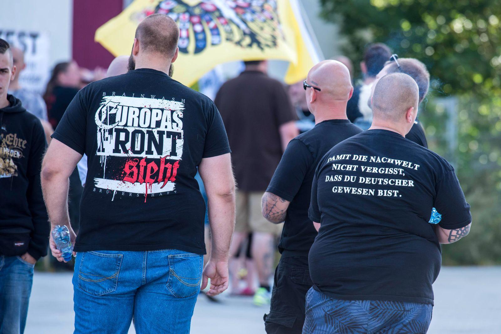 EINMALIGE VERWENDUNG Frankfurt / Oder / Nazidemonstration