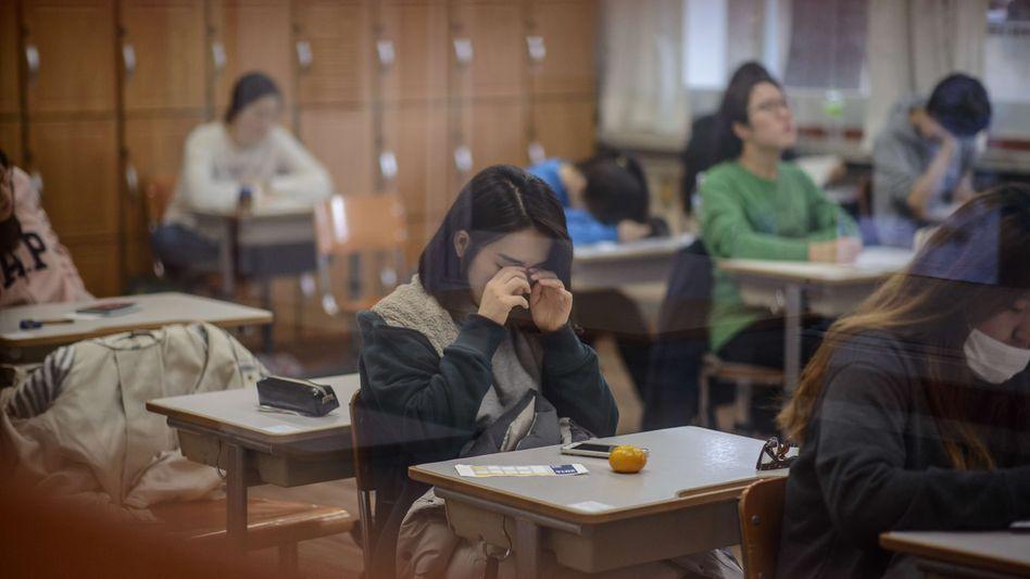 Schüler beim großen Uni-Aufnahmetest in Südkorea: Die Kinder lernen jahrelang für diese eine Prüfung