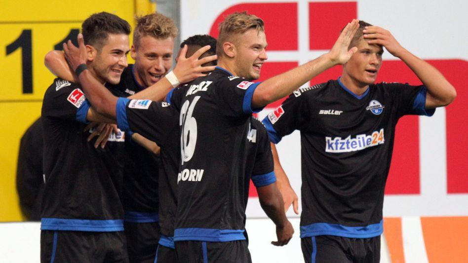Jubelnde Paderborner mit Wurtz (r.): Vor dem Topspiel gibt es Stress