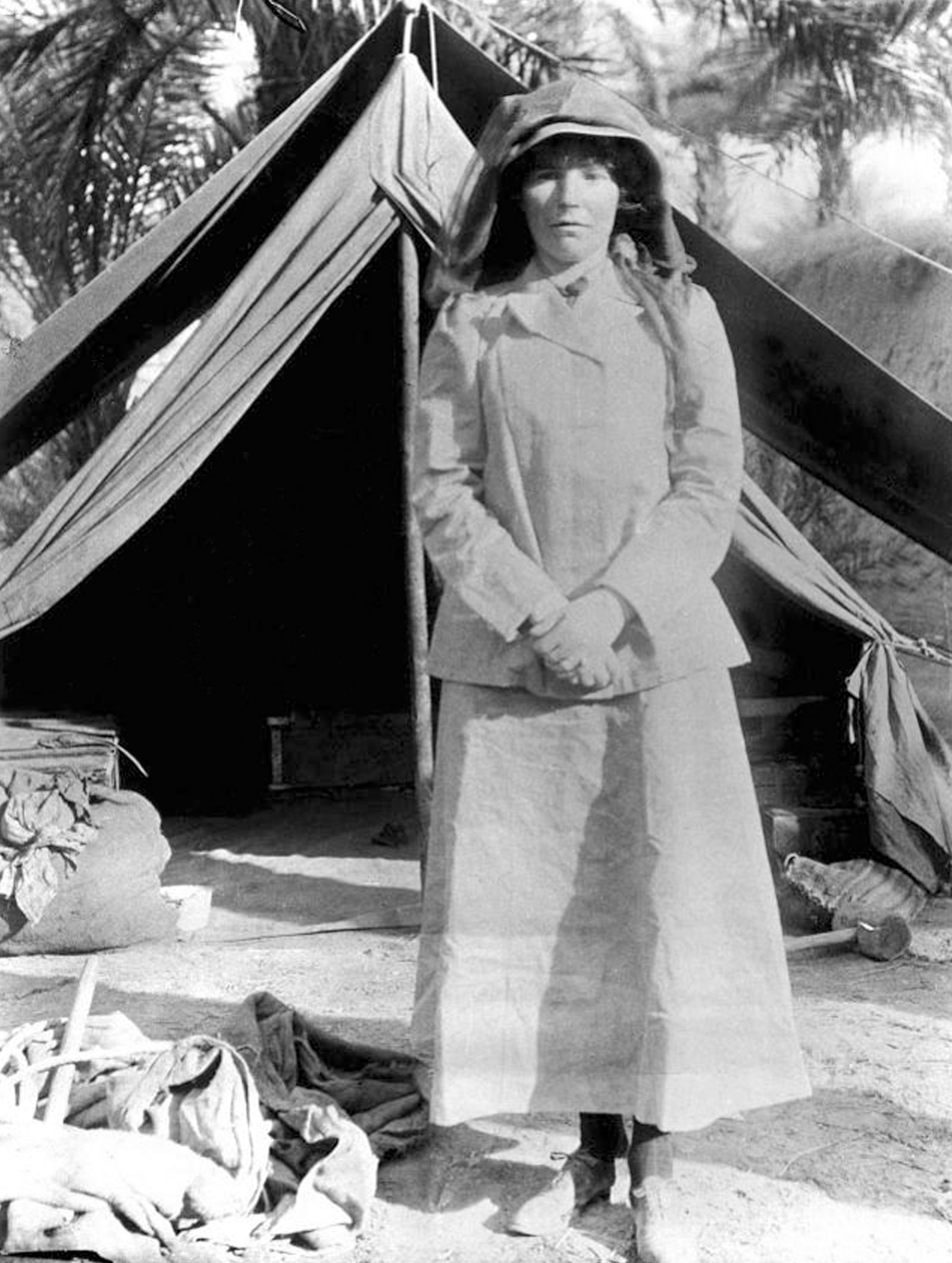 England / UK: Gertrude Bell visiting archaeological excavations in Babylon, Iraq, 1909