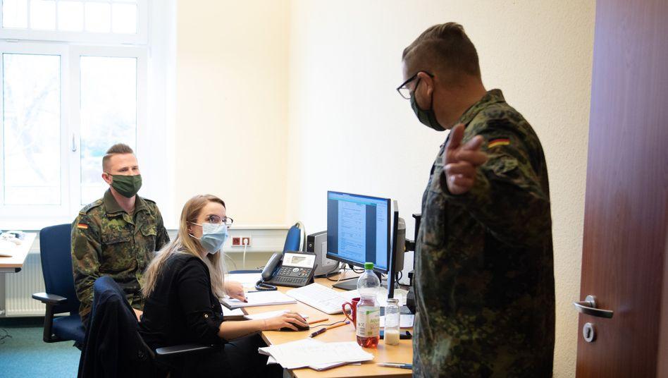 Bundeswehr-Unterstützung zur Kontaktnachverfolgung in einem Gesundheitsamt in Sachsen