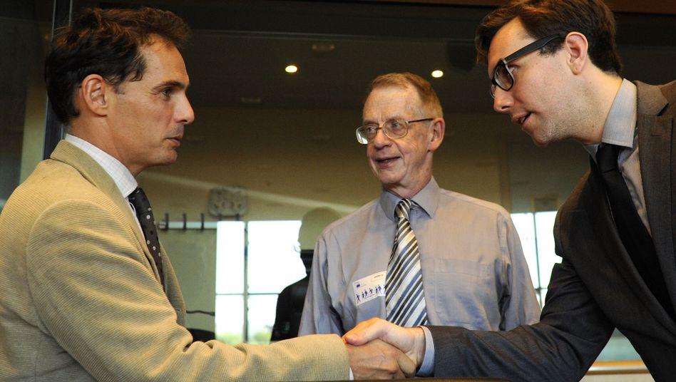 Journalist Duncan Campbell (Mitte): Schwere Vorwürfe gegen Schweden
