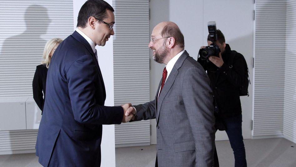 Rumäniens Regierungschef Ponta (l.), EU-Parlamentschef Schulz: Eine Parteifamilie